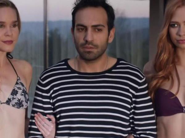 Məşhur serial bikinili səhnəyə görə cəzalandı - VİDEO