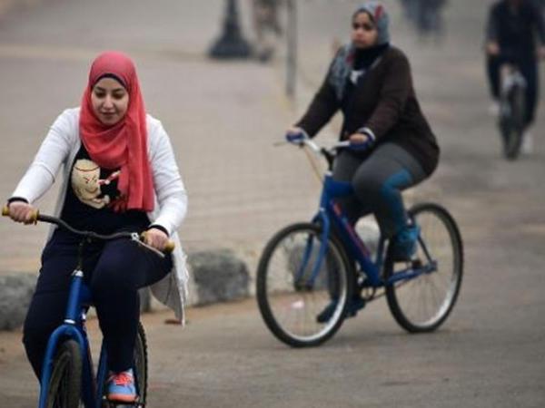 İranda velosiped sürən qadınlar tutuldu