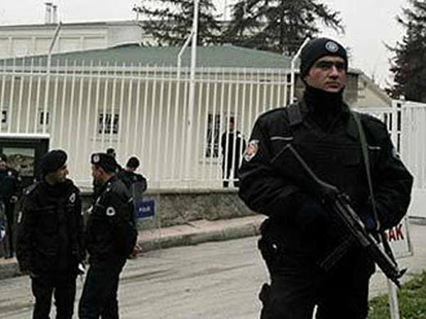 Türkiyədə Gülən tərəfdarlarının mənzillərində kütləvi axtarış başlandı