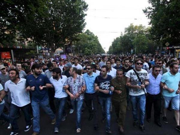 Ermənistandakı qarışıqlığın əsas SƏBƏBİ