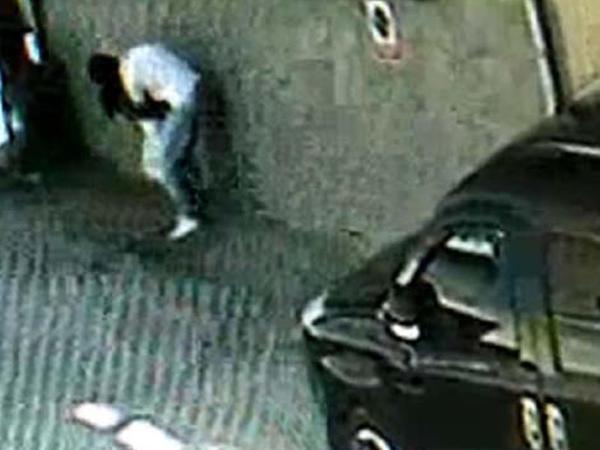 Qonşusu 7 yaşlı qızı zorlamaq istəyərkən kameralara düşdü - FOTO