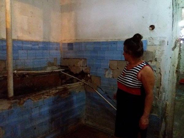 İkiyə bölünmüş yataqxana: İlbizlərlə həyat, divarlar çat, dağılmış otaqlar - FOTO