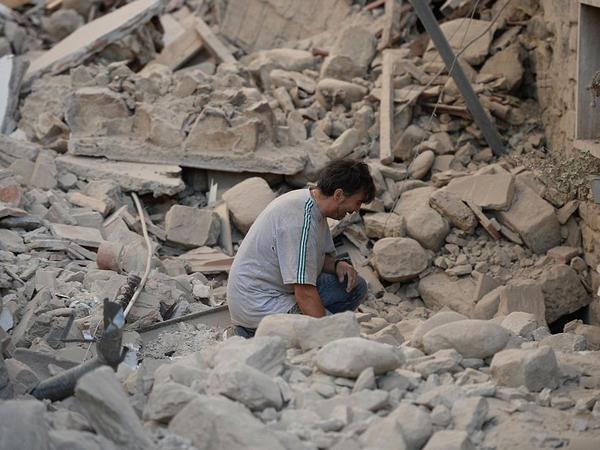 İtaliyada güclü zəlzələ: yüzlərlə ev dağıldı, 120 ölü - YENİLƏNİB - VİDEO - FOTO