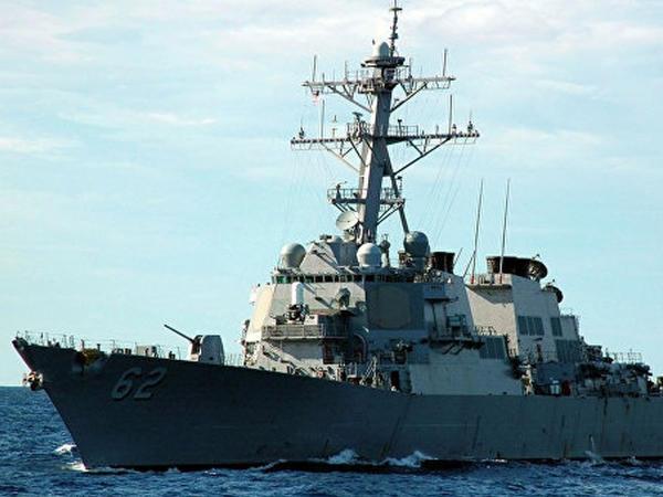 ABŞ gəmisi İran katerinə atəş açdı