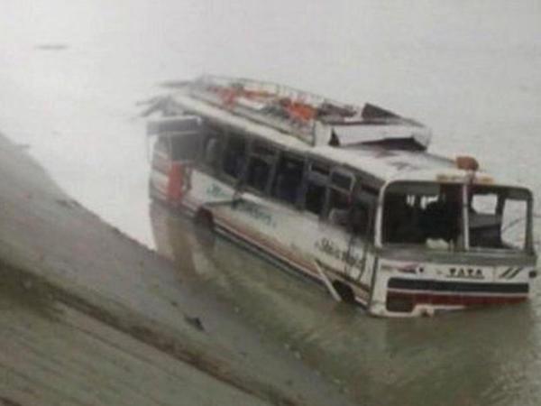 Avtobus aşdı: xeyli sayda ölən var
