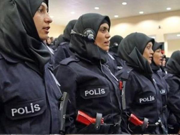 Türkiyədə qadın polislərin hicab geyinməsinə icazə verildi