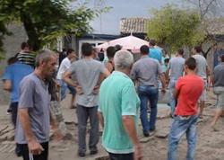 Qaraçılar kənddə qiyama səbəb oldular: 7 ev dağıdılıb - VİDEO - FOTO