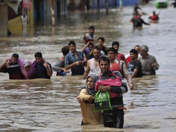 """Hindistanda daşqınlar: 156 nəfər ölüb, 1,4 milyon nəfər zərər çəkib - <span class=""""color_red"""">YENİLƏNİB</span>"""