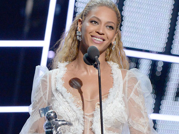 MTV mükafatları: Beyonse rekord vurdu, siyasi addım atdı - FOTO