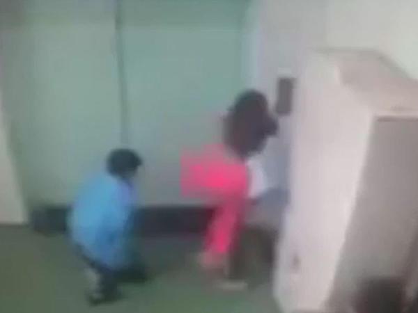 İş yoldaşlarının gözü önündə qadına təcavüz etdi - VİDEO