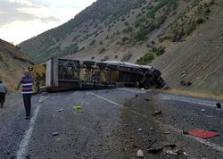 Türkiyədə hərbi konvoya hücum olub, ölən və yaralanan var