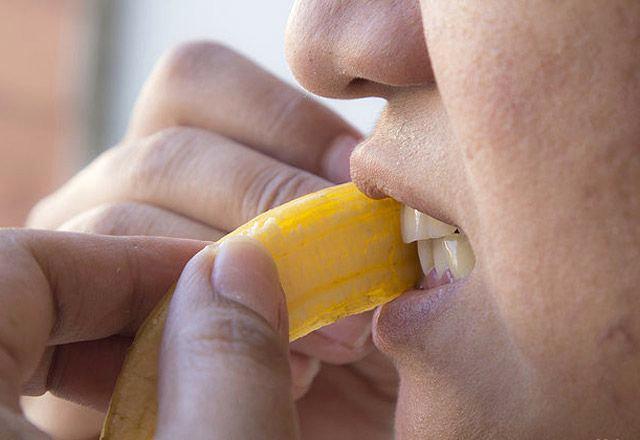 Banan qabığının iç tərəfini dişlərinizə sürtsəniz... - FOTO