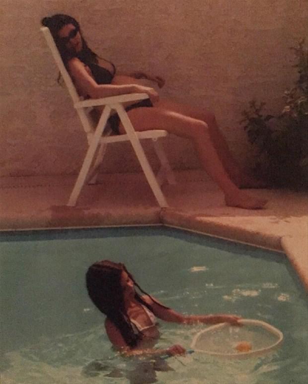 Türk aparıcı hovuzdan hamiləlik şəklini yaydı - FOTO