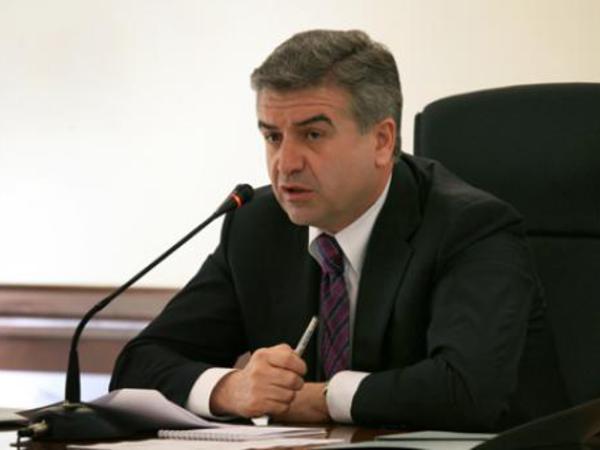 """Ermənistanın baş naziri iqtidar deputatına: """"Səsini kəsib yerinə otura bilərsən?"""""""