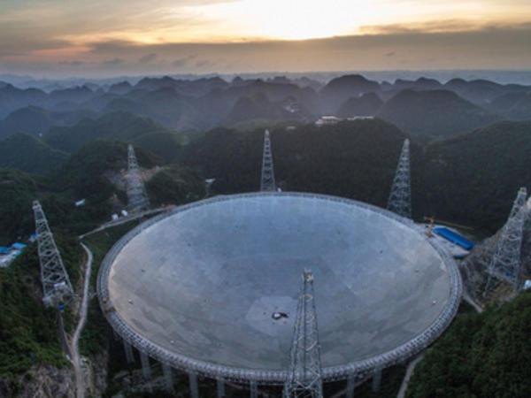 Dünyanın ən böyük radioteleskopu işə başladı - FOTO