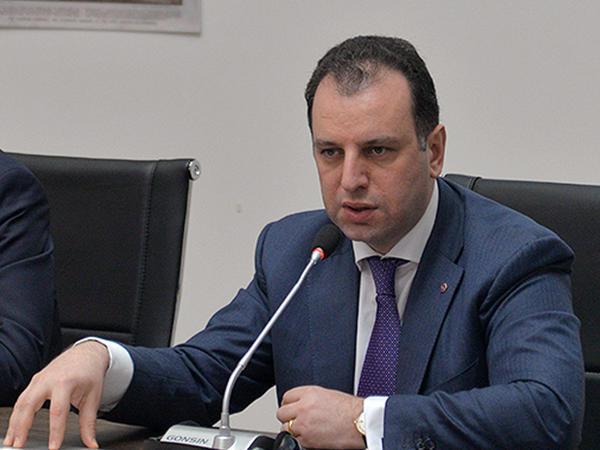 Sarkisyan müdafiə nazirini dəyişir