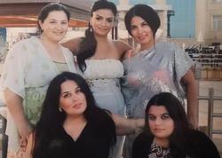 Elza Seyidcahan bacıları ilə - FOTO