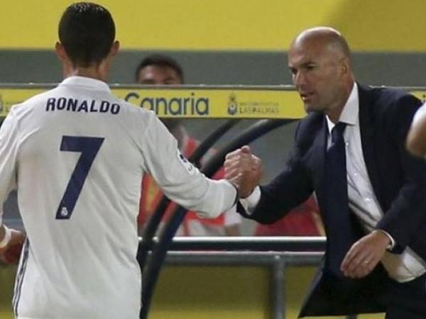 Ronaldo ilə Zidan arasında gərginlik: anasını söydü - YENİLƏNİB - VİDEO