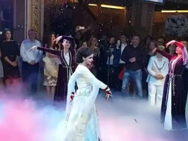 """Erməni gəlin toyda """"Şalaxo"""" oynadı - VİDEO"""