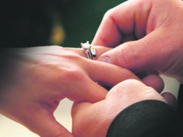 Kürdəmirdə 15 yaşlı oğlan zorla görün kimlə nişanlandı - VİDEO