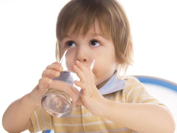 Uşaqlar gün ərzində nə qədər su içməlidirlər?