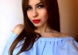 20 yaşlı tələbə qız bəkarətini satır - FOTO