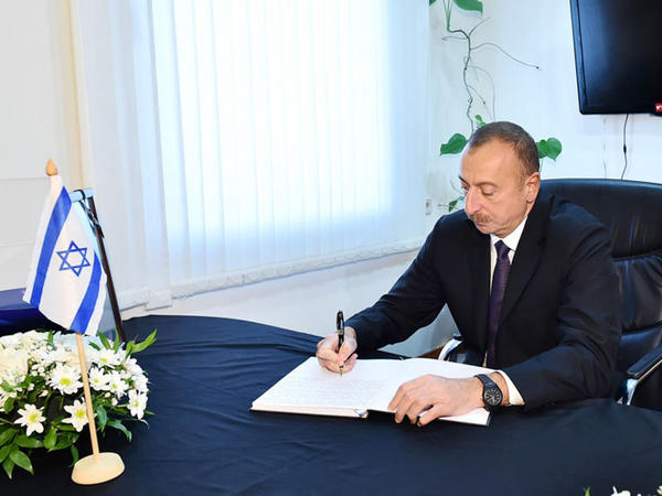 Prezident İlham Əliyev İsrailin ölkəmizdəki səfirliyində olub, Şimon Peresin vəfatı ilə əlaqədar başsağlığı verib