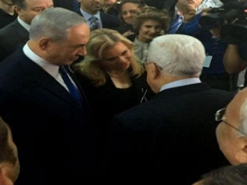 Mahmud Abbas İsraildə Netanyahunun əlini sıxdı - VİDEO