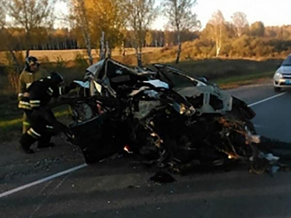 Kemerovoda iki avtomobil toqquşdu: 7 ölü