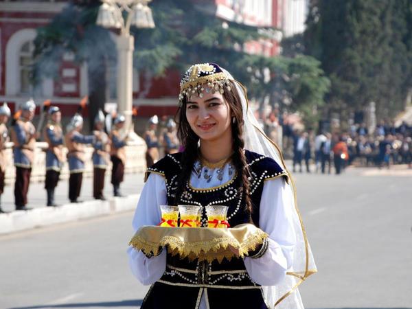 Gəncə Avropa Gənclər Festivalının qonaqlarını hərarətlə salamladı - FOTO