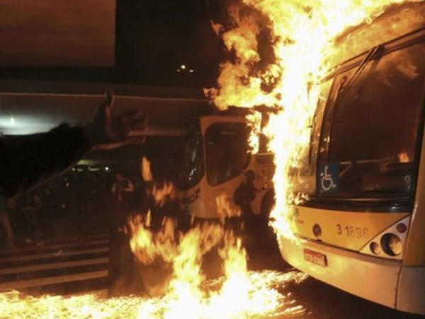 Braziliyada cinayətkarlar 17 avtobus və 5 məktəb yandırıblar