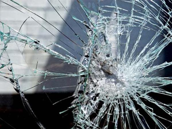 """""""VAZ"""" elektrik dirəyinə çırpıldı: <span class=""""color_red"""">23 yaşlı sürücü öldü</span>"""