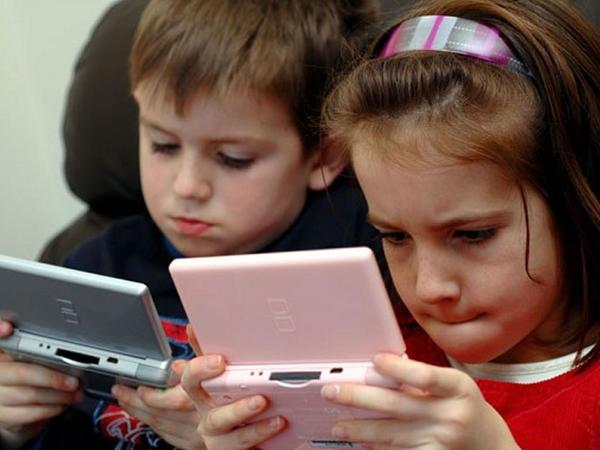 Uşaqların elektron cihazlara meyillənməsi nələri qaçılmaz edir?