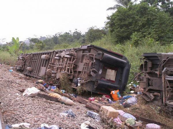 Kamerunda sərnişin qatarı qəzaya uğrayıb: 53 ölü