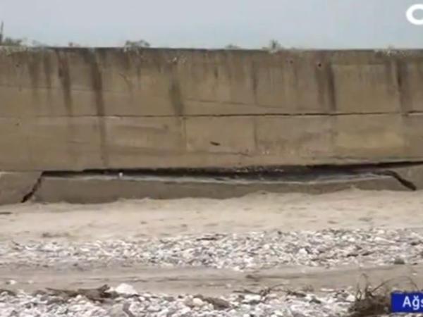 Sel Ağsuda çayın bəndini uçurdu - VİDEO - FOTO