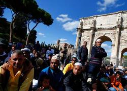 Romada müsəlmanlardan unikal ETİRAZ - FOTO
