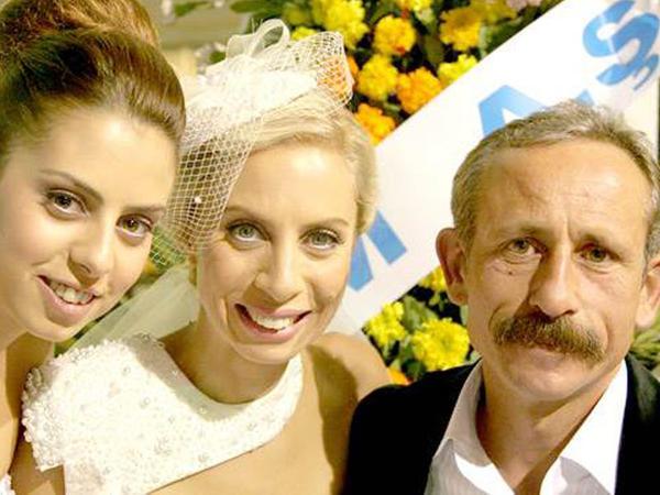 Boşanmış Zeynəb evli sevgilisinin ailəsini dağıtdı - FOTO