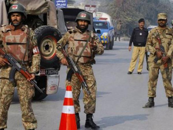 Pakistanda 200-dən çox polis kursantı girov götürülüb