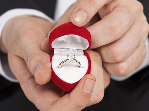 Unikal evlənmək təklifi - Bundan heç olmamışdı... - VİDEO