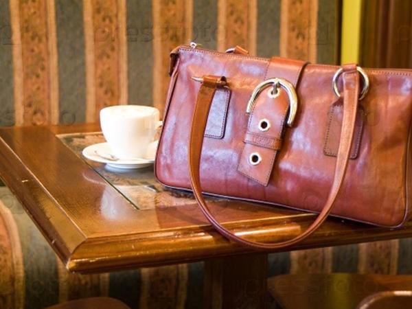 Bakının məşhur fast-fud restoranlar şəbəkəsində müştərinin pul dolu çantası yoxa çıxdı