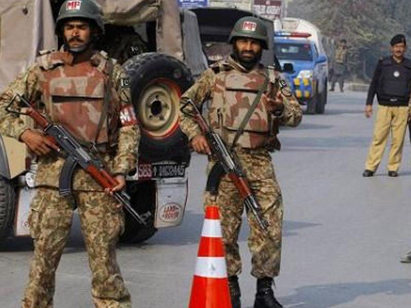 Pakistan Əfqanıstanla sərhədə artilleriya topladı