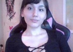 İnternetdə kişiləri soyunduran 17 yaşlı qız - FOTO