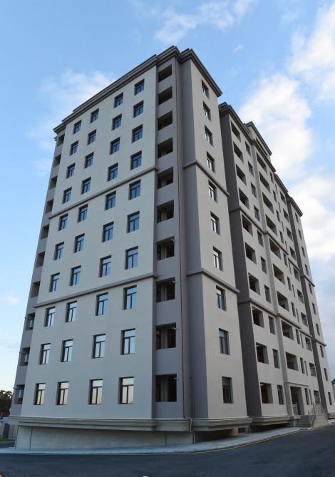 Prezident İlham Əliyev Sabunçu rayonunda tikilmiş yeni yaşayış binasının açılışında iştirak edib - FOTO