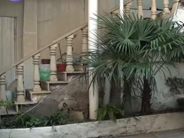 21 yaşlı qız Bakıda özünü tələbə kimi təqdim edərək evi soydu - VİDEO