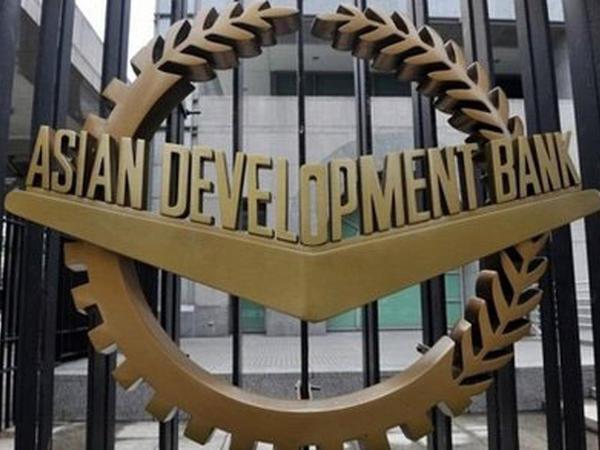 AİB Azərbaycan iqtisadiyyatına yarım milyard dollar ayırıb