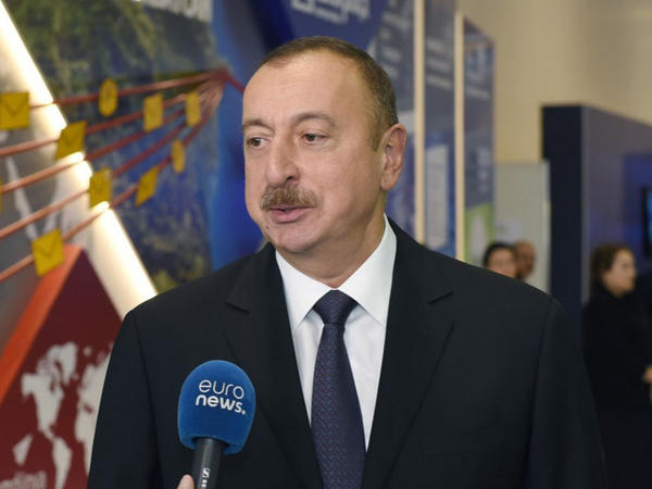 """""""Euronews"""" Azərbaycan prezidentinin """"Bakutel-2016""""da bu telekanala müsahibəsi və sərgi ilə bağlı reportaj yayımlayıb"""