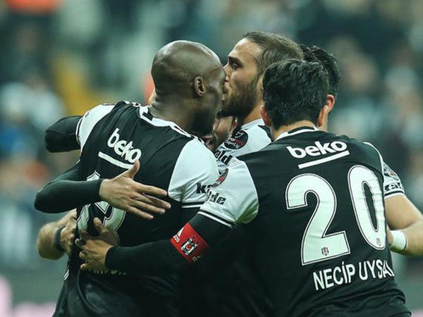 &quot;Bursaspor&quot; &quot;Beşiktaş&quot;a uduzur - <span class=&quot;color_red&quot;>YENİLƏNİR - FOTO</span>