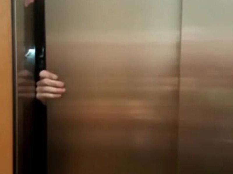 Məşhur aktrisa liftdə qaldı - VİDEO - FOTO