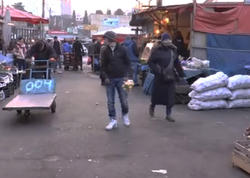 Azərbaycanlı çempion bazarda limon satır - VİDEO