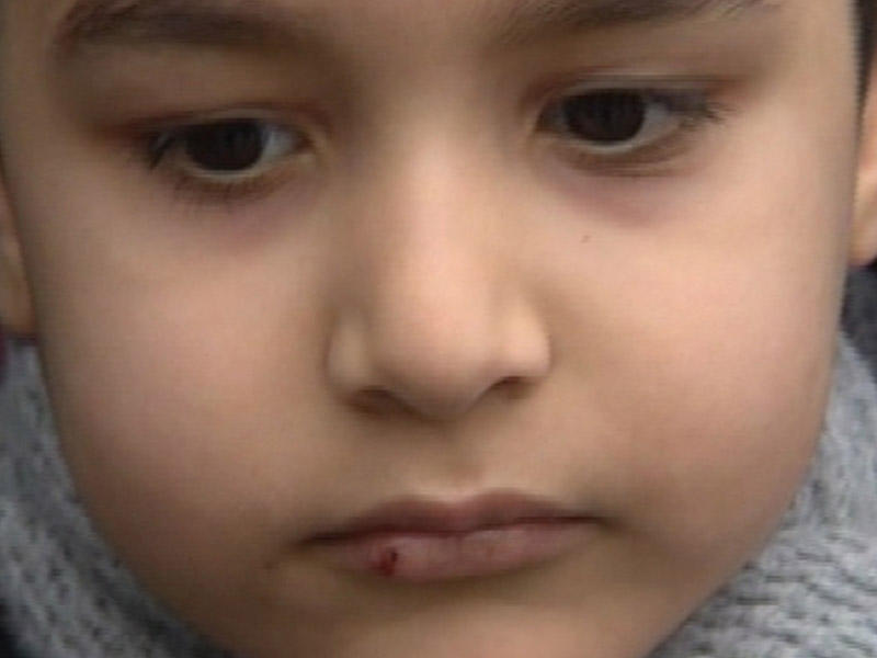 Bakıda uşaq tərbiyəçi tərəfindən amansızcasına döyüldü - VİDEO